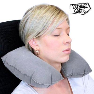 <p>Ovaj <strong>putni jastuk za vrat na napuhivanje</strong> je napravljen od mekanog i ugodnog materijala koji savršeno <strong>odgovara vašem vratu</strong>. Ovaj <strong>jastuk za vrat</strong> je idealan za ugodna putovanja, izbjegavanje ukočenosti...
