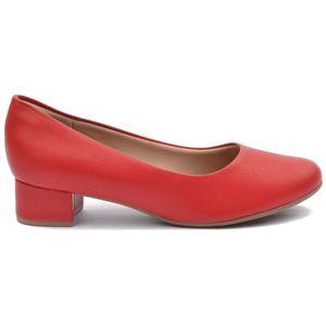 Piccadilly crvene ženske cipele na petu sa zatvorenim prstima i zatvorenom petom .## Mekani jastučići iznad pete koji čine sami rub cipele, sprečavaju bilo kakvo žuljanje ili osjećaj nelagode, koji se može javiti ako u cipelama provedete nekoliko sati.  ##  Tkanina visoke tehnologije sadrži antibakterijsa svojstva, te sama cipela apsorbira 51% vlage u samo pola sata i sprječava neugodne mirise. ##  SATRA certifikat stavlja Piccadilly ispred konkurencije kada je u pitanju kvaliteta i udobnost, a niti jedan drugi atribut nije važniji od toga. SATRA JE najveće tehnološko sjedište na svijetu, gdje su znanstvenici, tehničari i inženjeri provodili napredne studije i testove na kvaliteti i kvaliteti i performansama novih proizvoda. SATRA certifikat stavlja Piccadilly ispred konkurencije kada je u pitanju kvaliteta i udobnost.  ##  Uz sve prednosti Piccadilly cipela, možda je i najvažnija ona ekološka, a to je da niti jedna životinja nije ubijena kako bi se cipele proizvele, a svi ostatci cipela mogu biti ponovno prerađeni i upotrijebljeni.