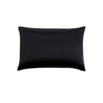 Paket sadrži 1 jastučnicu. Dimenzija: 60x80 cm Sastav: 100% Mulberry svila Dodatno: skriveni cif i crni piping (obrub)