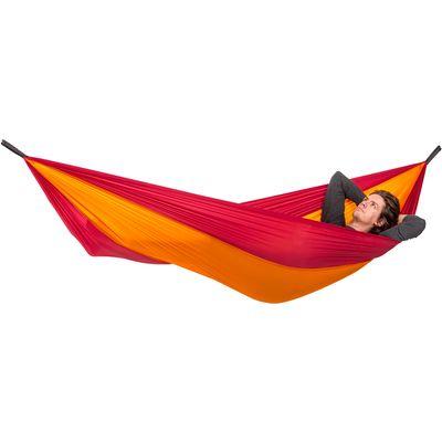 Adventure Hommock ležaljka od najfinijeg stabilnog, prozračnog i za kožu ugodnog najlona, prikladna za putovanja i izlete.