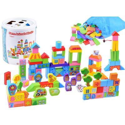 Set šarenih drvenih blokova u impresivnim uzorcima i bojama namijenjen je svakom djetetu koje voli stvarati vlastite strukture. Od seta možete graditi zgrade, opremiti farmu životinjama, drvećem, cvijećem. Drveni blokovi pružit će vašem djetetu mnogo godina zanimljive i kreativne igre. Drvo je toplo i ugodno na dodir. Osim toga, to je prirodna i potpuno ekološka sirovina.
