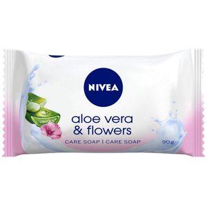 NIVEA ALOE VERA & FLOWERS njegujući sapun. Njegujuća formula NIVEA sapuna obogaćena aloe verom – poznatom po hidratantnim svojstvima i cvjetnim mirisom nježno čisti kožu te je ostavlja njegovanom i blago mirisnom.