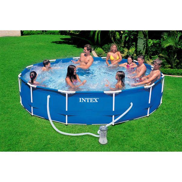 Intex bazen Metal Frame 305 × 76 cm, s filtracijom (28202NP)    Osigurano osvježenje tijekom vrućih ljetnih dana i zabava za cijelu obitelj. Intex metal frame promjera 305 cm i visine 76 cm nudi jednostavnu montažu i robusnu konstrukciju. Dno i zidovi su izrađeni od 3 sloja PVC-a. Pakiranje sadrži filter uložak (1250 l/h) i cijev za povezivanje