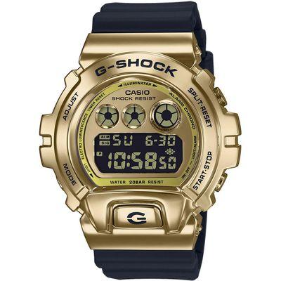 CASIO G-Shock muški sat GM-6900G-9ER je s razlogom jedan od najpopularnijih proizvoda iz CASIO kolekcije. Predivan muški sat na kojem dominira zlatna boja kućišta te zlatna boja brojčanika. Silikon i crna boja remena doista su odlična kombinacija. Ovaj prekrasan CASIO muški sat pokreće quartz mehanizam.