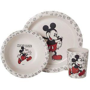 Trodijelni set za doručak, napravljen od bambusa, sa likom omiljenog Mickey Mousea.   Set sadrži: čašu, tanjur i zdjelicu.  Nije prikladno za mikrovalnu pećnicu.