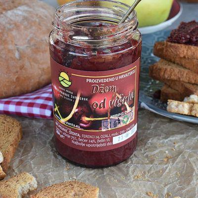 100% domaći džem od višnje Sadrži: 75% višnje, 25% šećera