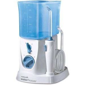 WP-250 Waterpik Nano oralni tuš lakša je i učinkovitija alternativa zubnom koncu. WP-250 Waterpik Nano oralni tuš uklanja bakterije duboko između zuba i ispod linije desni. Kompaktno dizajniran idealan je za manja kupatila. WP-250 Waterpik Nano...