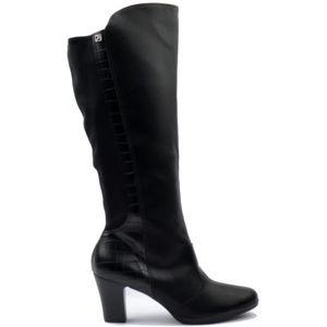 Piccadilly crne ženske čizme na visoku petu ##Visoke pete daju osjećaj mode. Importirani latex amortizer apsorbira udarce i omogućuje bešumni hod u visokim petama, poboljšava raspodjelu težine duž cijelog stopala, te smanjuje bol koja se može javljati kod nošenja visokih peta. ## Moderni i ultra otporni materijal čuva petu kako bi ostala netaknuta u svakom trenutku, izbjegava ogrebotine i blijeđenje boje. Svaki dan je poseban, drugačiji , pružite bogatstvo vašim stopalima. ## Tkanina visoke tehnologije, s antibakterijskim svojstvima, uvijek zagrijava vaše noge, bez obzira na temperaturu vani. ## SATRA certifikat stavlja Piccadilly ispred konkurencije kada je u pitanju kvaliteta i udobnost, a niti jedan drugi atribut nije važniji od toga. SATRA JE najveće tehnološko sjedište na svijetu, gdje su znanstvenici, tehničari i inženjeri provodili napredne studije i testove na kvaliteti i kvaliteti i performansama novih proizvoda. SATRA certifikat stavlja Piccadilly ispred konkurencije kada je u pitanju kvaliteta i udobnost. ## Uz sve prednosti Piccadilly cipela, možda je i najvažnija ona ekološka, a to je da niti jedna životinja nije ubijena kako bi se cipele proizvele, a svi ostatci cipela mogu biti ponovno prerađeni i upotrijebljeni.