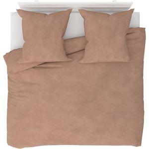 Dodajte dašak stila svojoj spavaćoj sobi uz ovaj vrhunski set posteljine. Ovaj mekani i udobni set posteljine napravljen je od visokokvalitetnog poliesterskog flisa, materijala koji zadržava toplinu, ali i odolijeva vlazi i brzo se suši. Dat će...