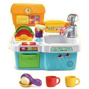 Uživajte u zabavi i učenju uz pomoć Scrub & Play pametnog sudopera.  Igračka sadrži elektroniku i nije igračka za vodu.  Brojite zajedno s pumpicom za sapun od jedan do deset