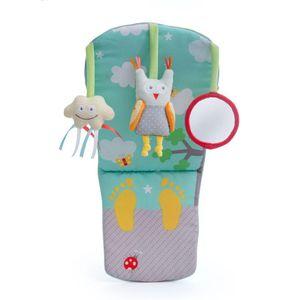 Taf Toys Play & Kick igračka za auto zaokupit će pažnju svake bebe prilikom vožnje. Ovaj šareni centar za igru kreiran je posebno kako bi zabavljao bebu prilikom putovanja u automobilu. Tri slatke viseće igračkice: zveckavi oblačić, zvečka...