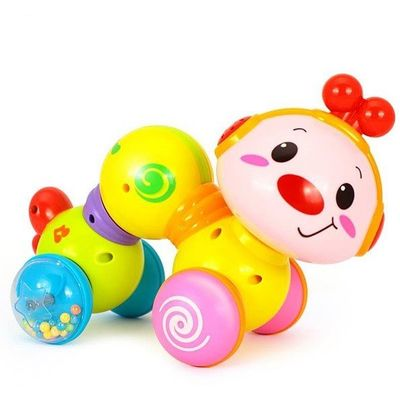 <div> Vesela gusjenica sa zvučnim efektima će potaknuti dijete na puzanje. Svjetlosni efekti je čine još posebnijom.</div> <div> </div> <div> <strong>Karakteristike:</strong> </div> primjereno za djecu stariju od 6 mjeseci. promjer: 26 cm. svjetlosni e...
