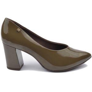 Piccadilly ženske cipele boje masline na visoku petu ##Visoke pete daju osjećaj mode. Importirani latex amortizer apsorbira udarce i omogućuje bešumni hod u visokim petama, poboljšava raspodjelu težine duž cijelog stopala, te smanjuje bol koja se može javljati kod nošenja visokih peta. ## Moderni i ultra otporni materijal čuva petu kako bi ostala netaknuta u svakom trenutku, izbjegava ogrebotine i blijeđenje boje. Svaki dan je poseban, drugačiji , pružite bogatstvo vašim stopalima. ## Tkanina visoke tehnologije, s antibakterijskim svojstvima, uvijek zagrijava vaše noge, bez obzira na temperaturu vani. ## SATRA certifikat stavlja Piccadilly ispred konkurencije kada je u pitanju kvaliteta i udobnost, a niti jedan drugi atribut nije važniji od toga. SATRA JE najveće tehnološko sjedište na svijetu, gdje su znanstvenici, tehničari i inženjeri provodili napredne studije i testove na kvaliteti i kvaliteti i performansama novih proizvoda. SATRA certifikat stavlja Piccadilly ispred konkurencije kada je u pitanju kvaliteta i udobnost. ## Uz sve prednosti Piccadilly cipela, možda je i najvažnija ona ekološka, a to je da niti jedna životinja nije ubijena kako bi se cipele proizvele, a svi ostatci cipela mogu biti ponovno prerađeni i upotrijebljeni.