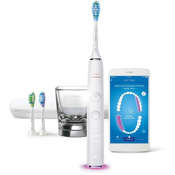 Sonična električna četkica s aplikacijom HX9903/03  DiamondClean Smart naša je najbolja četkica za zube, za sveobuhvatnu oralnu higijenu. Četiri vrhunske glave četkice omogućit će vam da se usredotočite na sve aspekte oralnog zdravlja, a napredna tehnologija senzora daje vam prilagođene povratne informacije i upute.